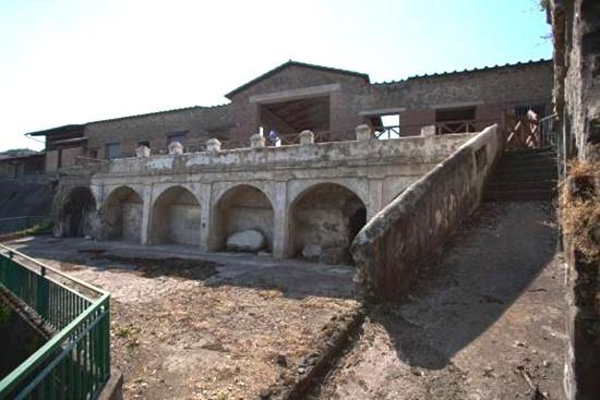di Luigi De Rosa Castellammare di Stabia (NA) Alcuni affreschi parietali provenienti da Villa Arianna e Civita Giuliana sono stati ritrovati in un appartamento di un collezionista d'arte a Milano. […]